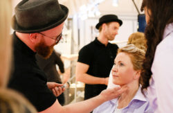 Photo: make-up artist makes woman up © Messe Düsseldorf
